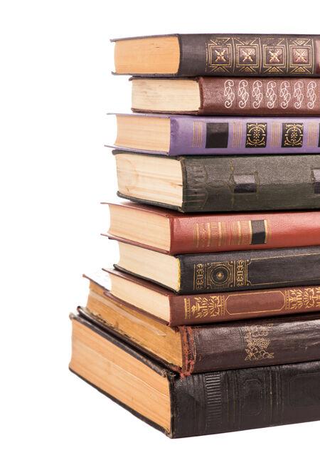 旧精装书堆孤立在白色