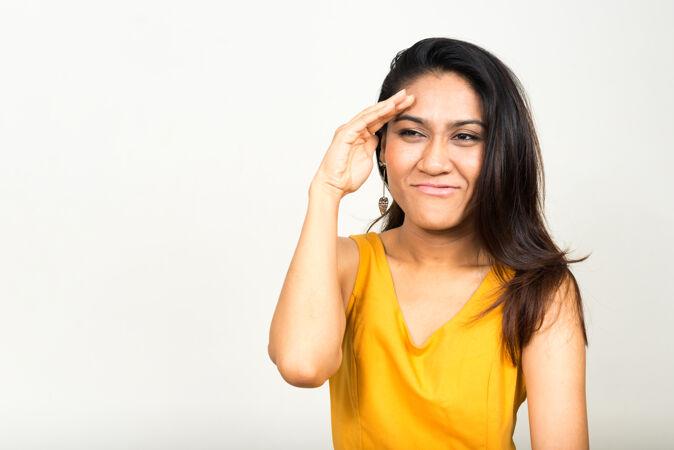 亚洲女人思考和寻找的画像