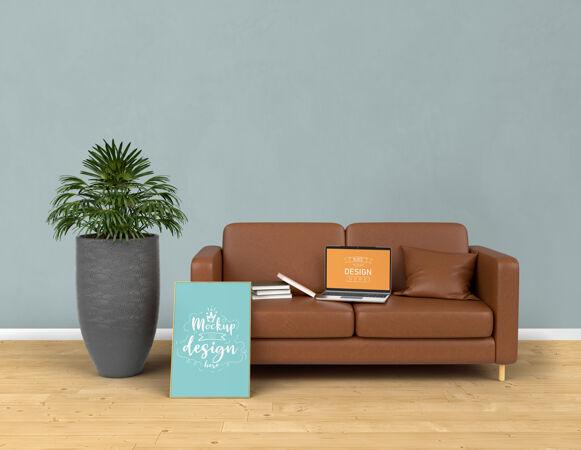 模拟笔记本电脑和海报框架与家居装饰在客厅现代室内